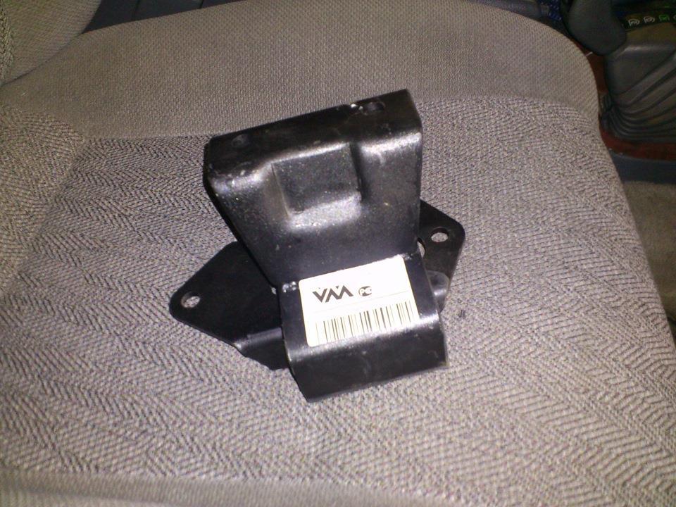подушка (опора) двигуна, задня  MR448559