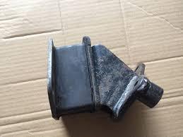 подушка (опора) двигуна ліва/права  MR210867