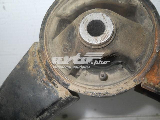 подушка (опора) двигуна, задня  MN101572