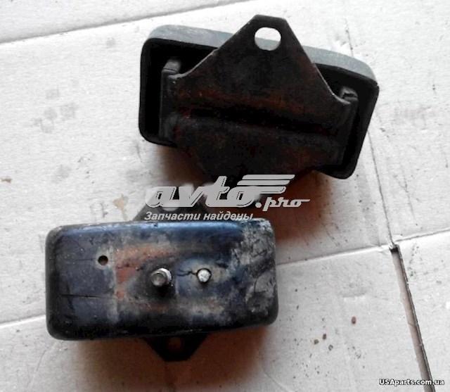подушка (опора) двигуна ліва/права  MR992670